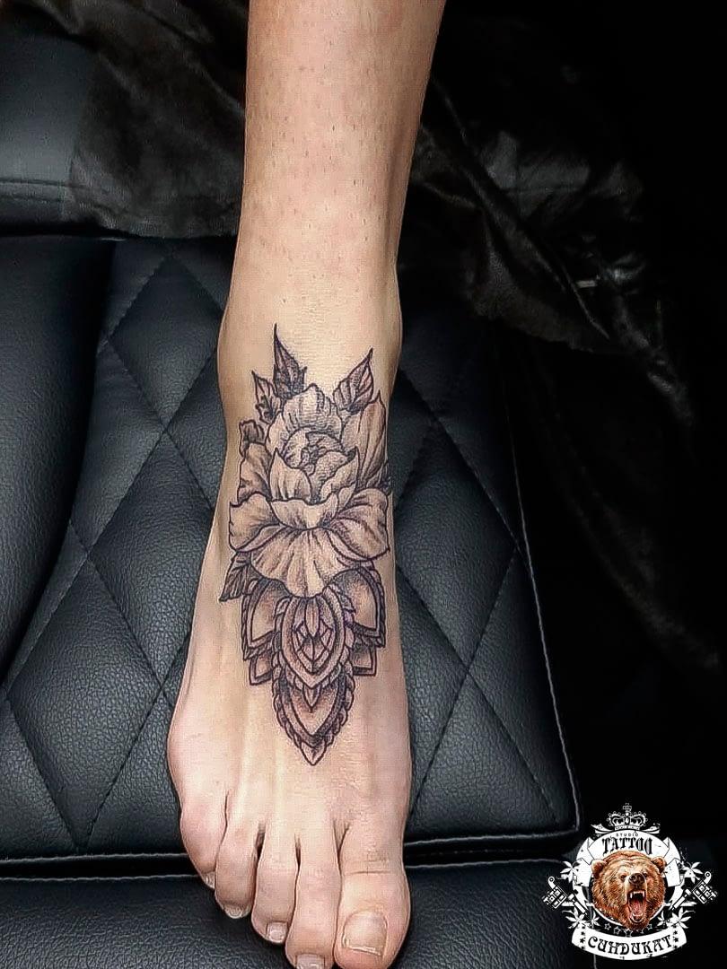 сделать тату на ноге цветок в Красноярске