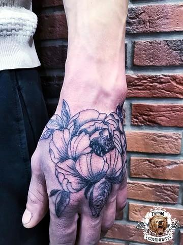 сделать тату на кисти цветок в Красноярске