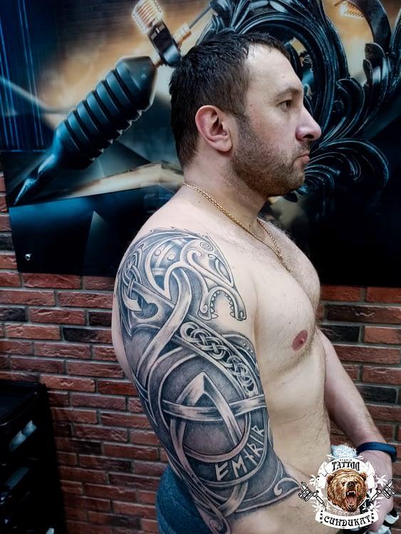 Сделать тату на плече доспехи в Красноярске