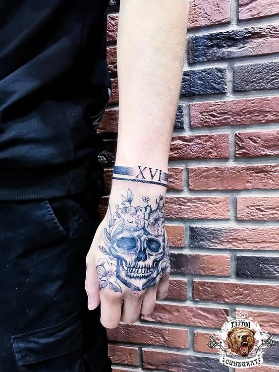 сделать тату на кисти череп в Красноярске