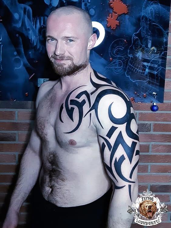 сделать тату на плече абстракция в Красноярске