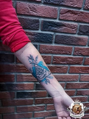 сделать тату на руке цветок в Красноярске