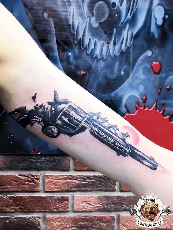 сделать тату на руке пистолет в Красноярске