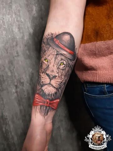 сделать тату на руке льва в Красноярске