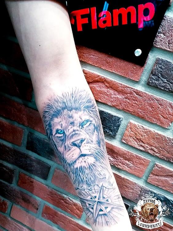 сделать тату на руке лев в Красноярске