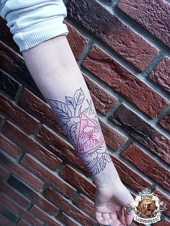 сделать тату на руке узор цветы в Красноярске