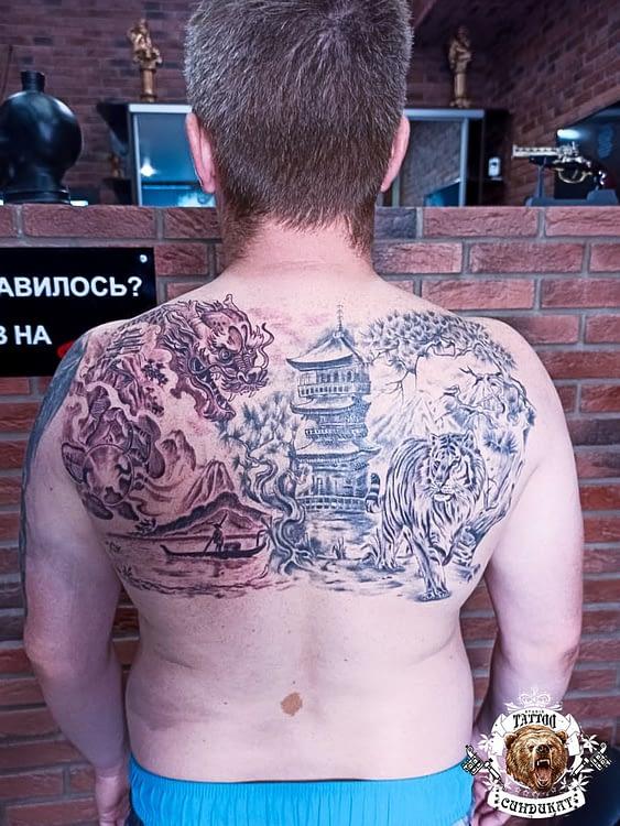 сделать тату на спине китайский дракон и дворец в Красноярске