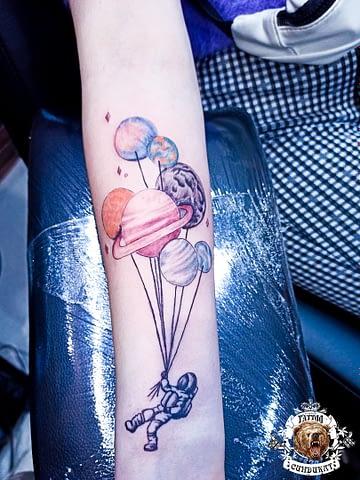 сделать тату на руке космонавт и планеты в Красноярске