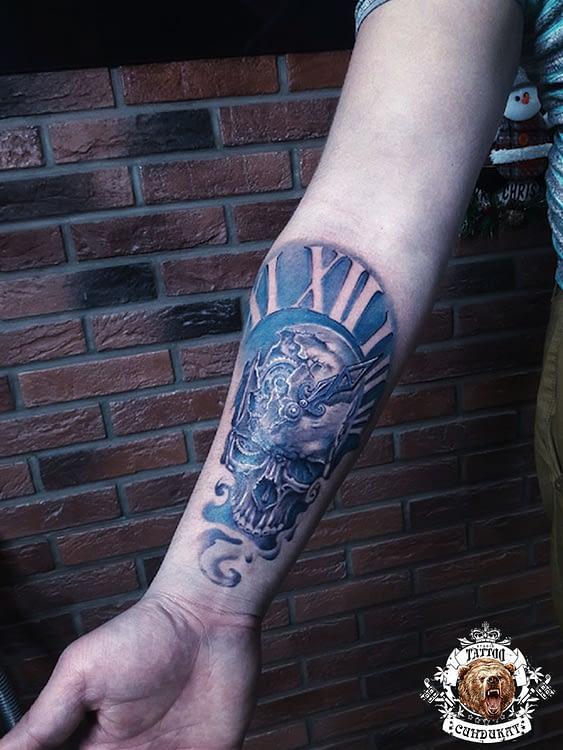 сделать тату на руке череп и часы в Красноярске