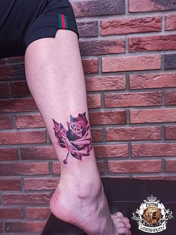 сделать тату на ноге цветок роза в Красноярске