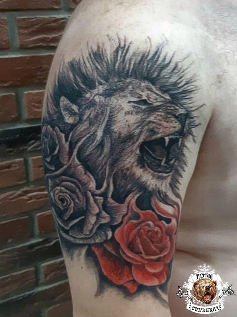 сделать тату на плече лев и розы