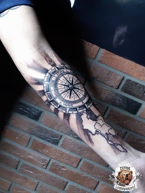 сделать тату на руке компас в Красноярске