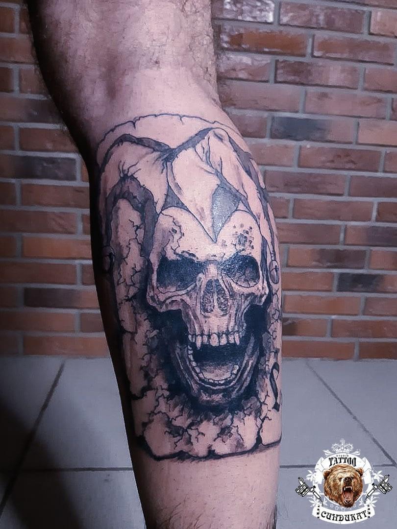 сделать тату на ноге череп в Красноярске