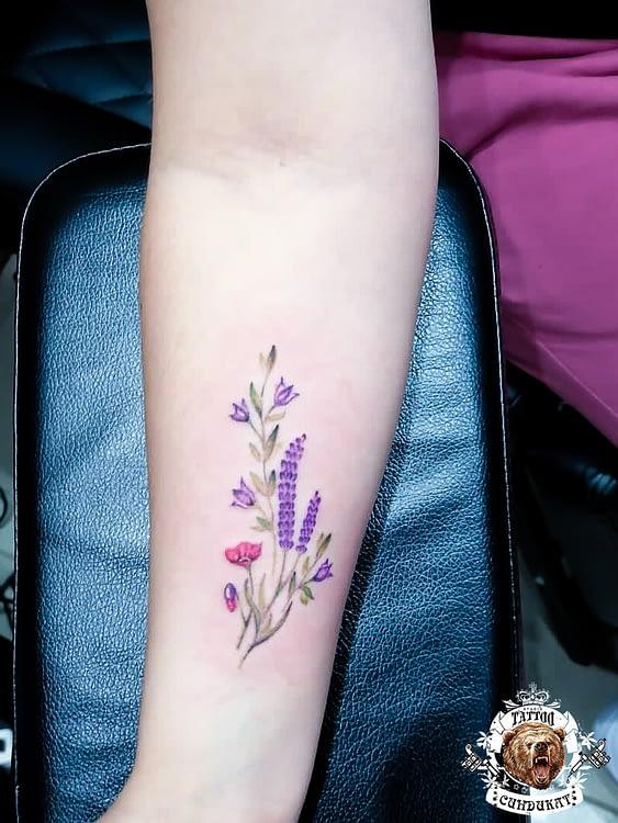 сделать цветное тату на руке цветок в Красноярске