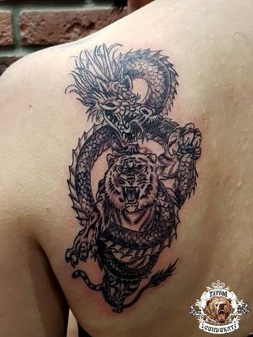 Сделать тату на спине тигр в Красноярске фото