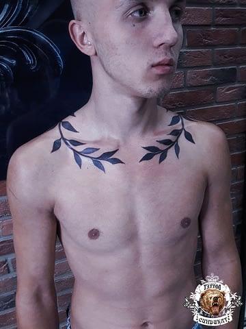 сделать тату на шее лавровый венок в Красноярске