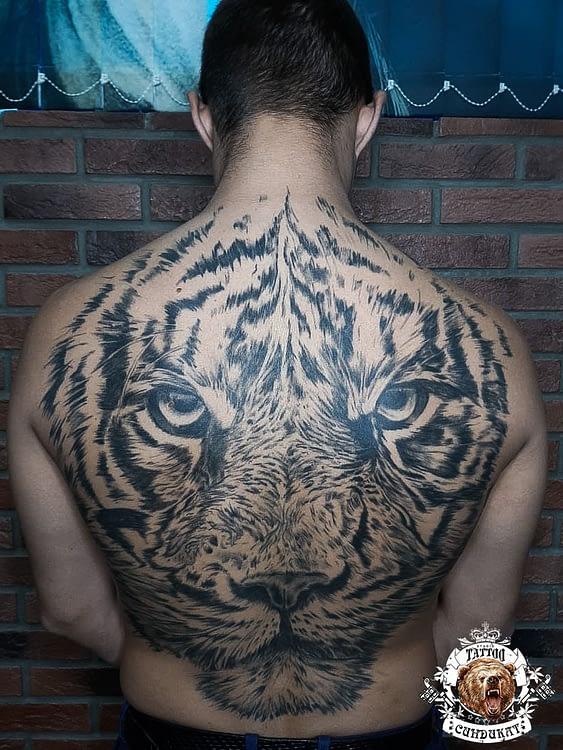 Сделать тату на спине тигр в Красноярске