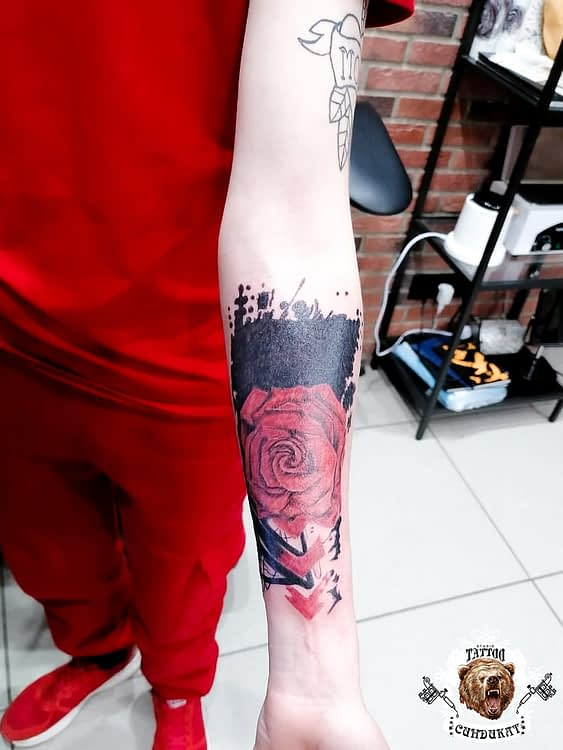 сделать тату на руке розы в Красноярске
