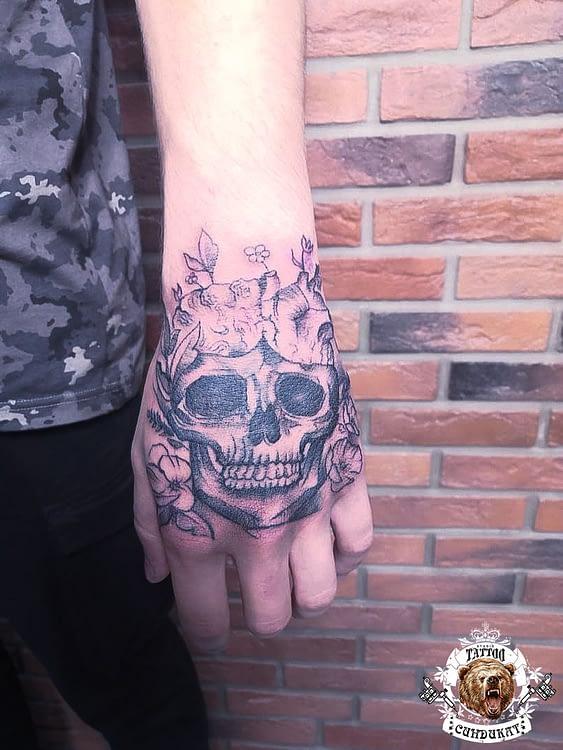 сделать тату на руке череп в Красноярске