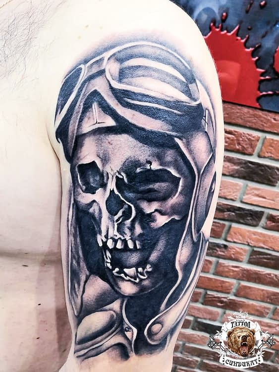 сделать тату на руке череп в шлеме в Красноярске