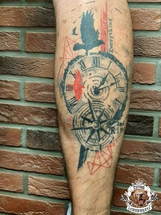 сделать тату на ноге часы