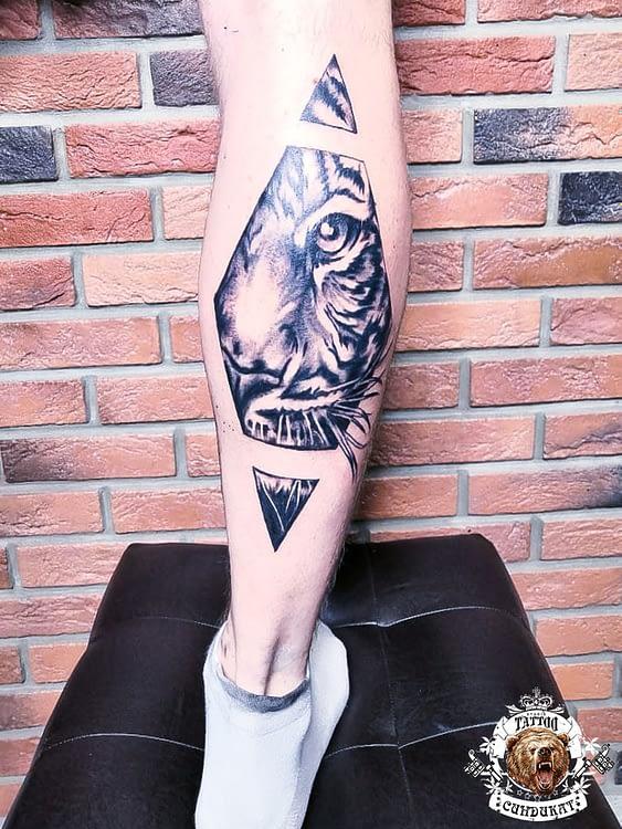 сделать тату на ноге абстракция в Красноярске
