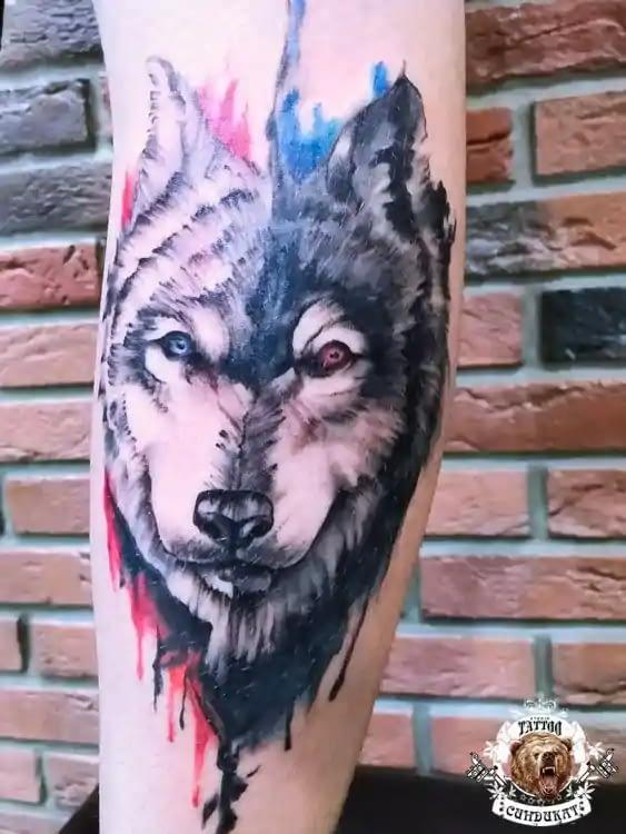сделать цветное тату на руке волк в Красноярске