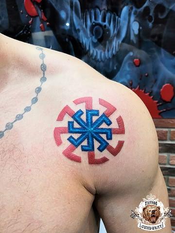сделать тату на плече цветное старославянский знак в Красноярске