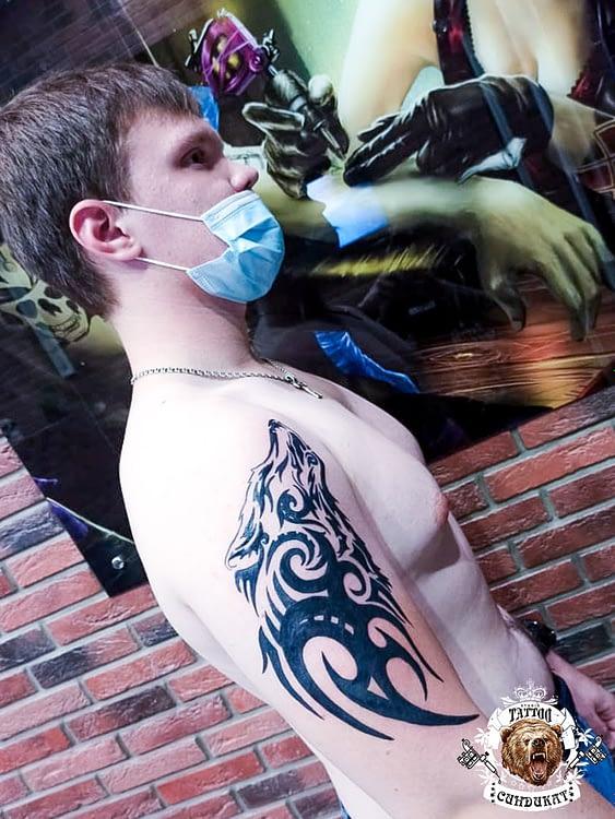 сделать тату на руке волк абстракция в Красноярске