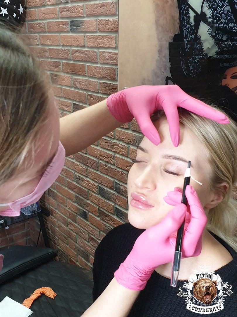 сделать перманентный макияж бровей в Красноярске